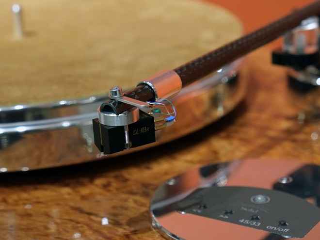 Acoustic_Solid_113_Bubinga_Detail_1_DSCF3399