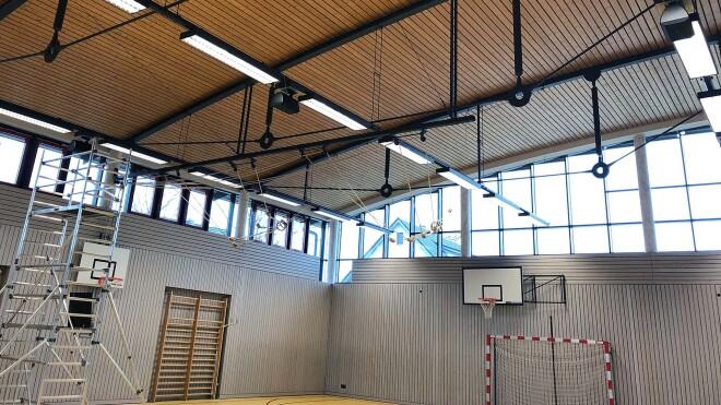 Unauffällig, trotzdem klangstark: Audio-Installationen für Sport- und Mehrzweckhallen
