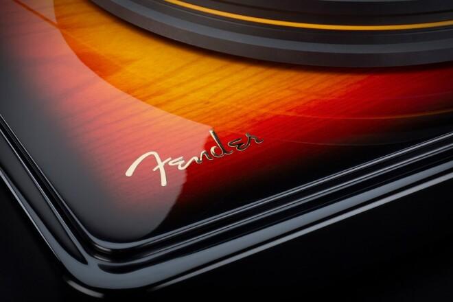 MoFi X Fender PrecisionDeck