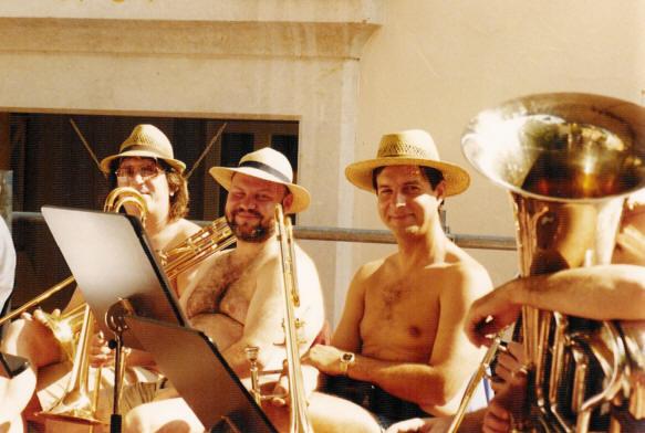 SSR-Bild-Musiker-ohne Hemd-1